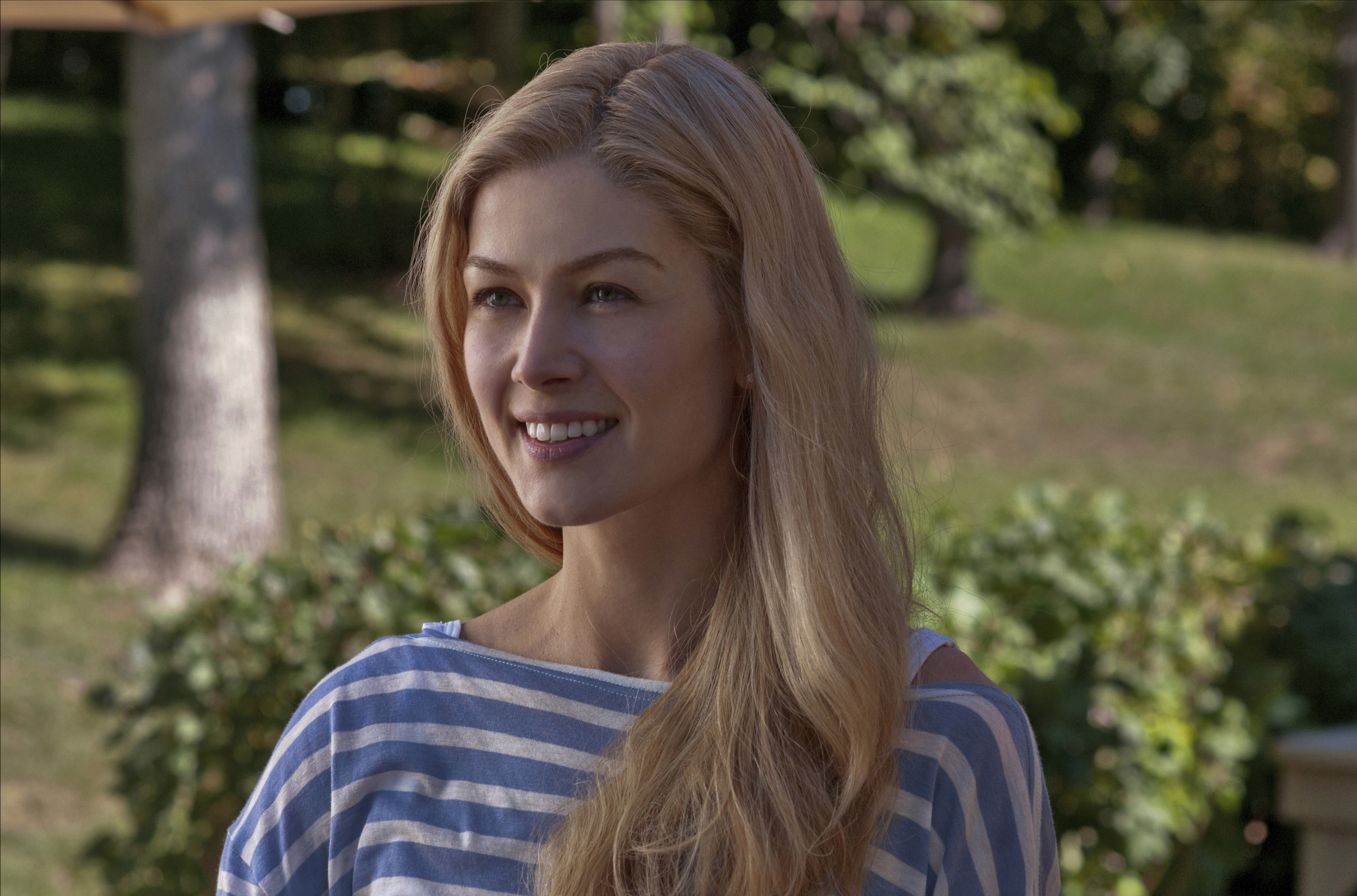 Rosamund Pike to Star ...